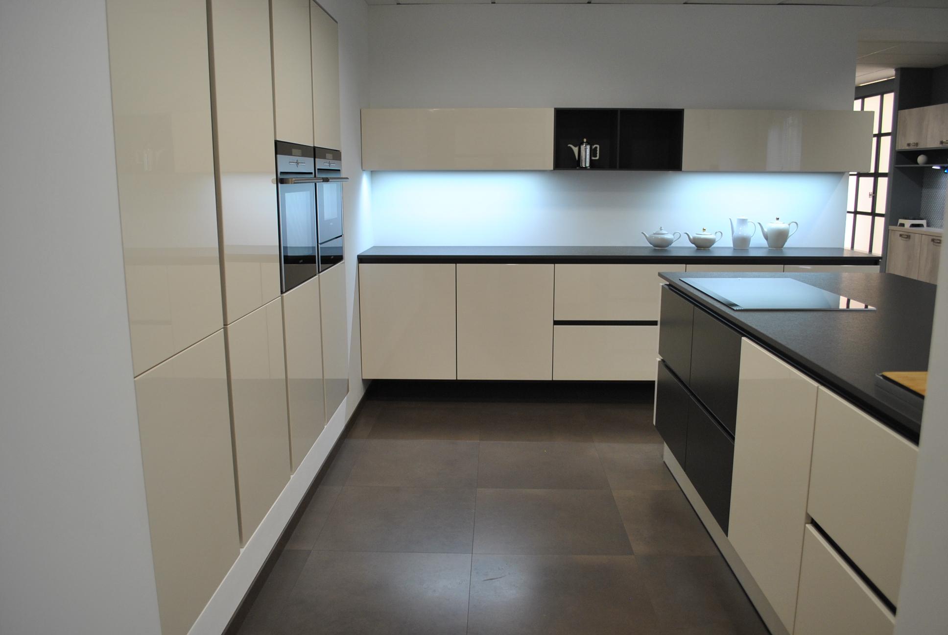 Design keukens antwerpen - Douche italiaanse muur ...